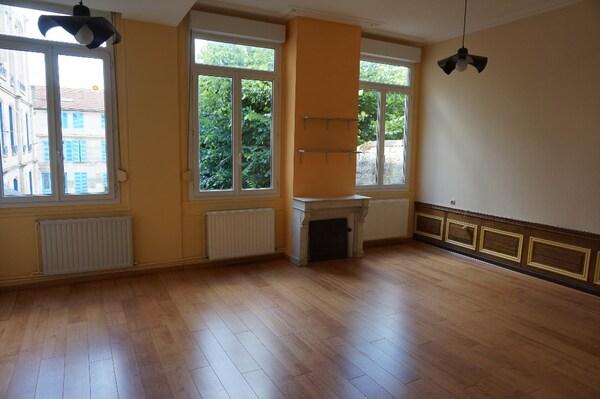 Appartement rénové BAR LE DUC