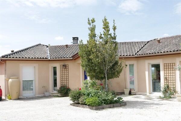 Maison contemporaine SAINT PIERRE DE CHIGNAC