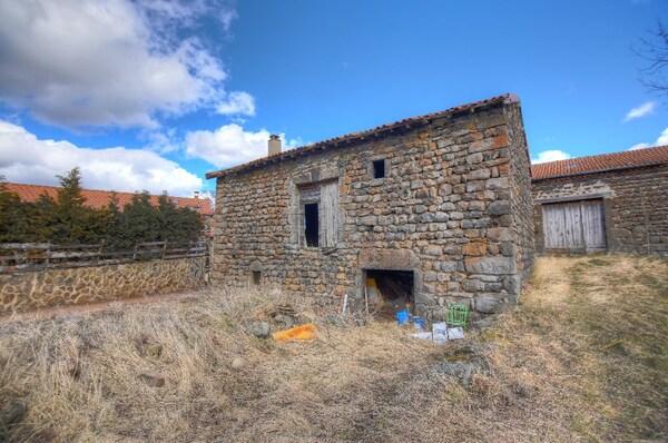 Maison à rénover SAINT CHRISTOPHE SUR DOLAISON