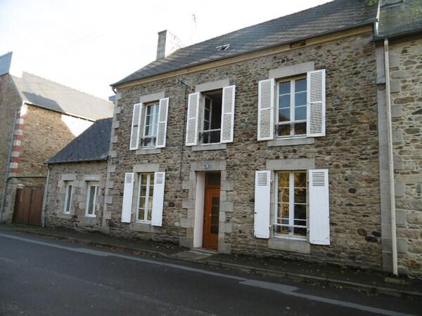 Maison en pierre LANVOLLON
