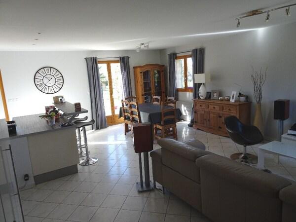 Maison BOURG ACHARD