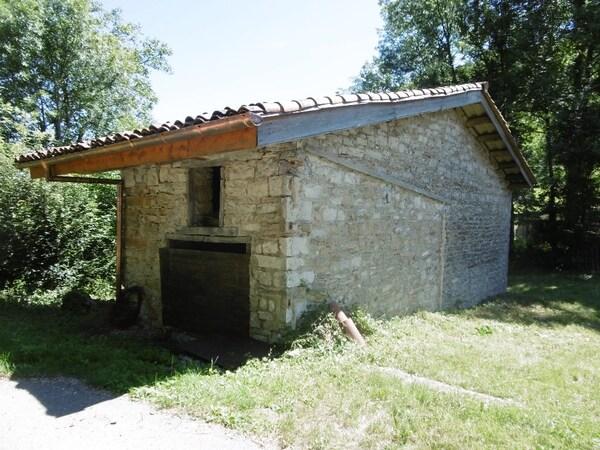 Maison de village Proche de LEYSSARD