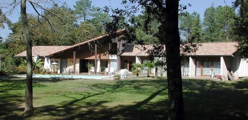 Villa d'architecte de 360  m2 - Saint-Paul-lès-Dax (40990)