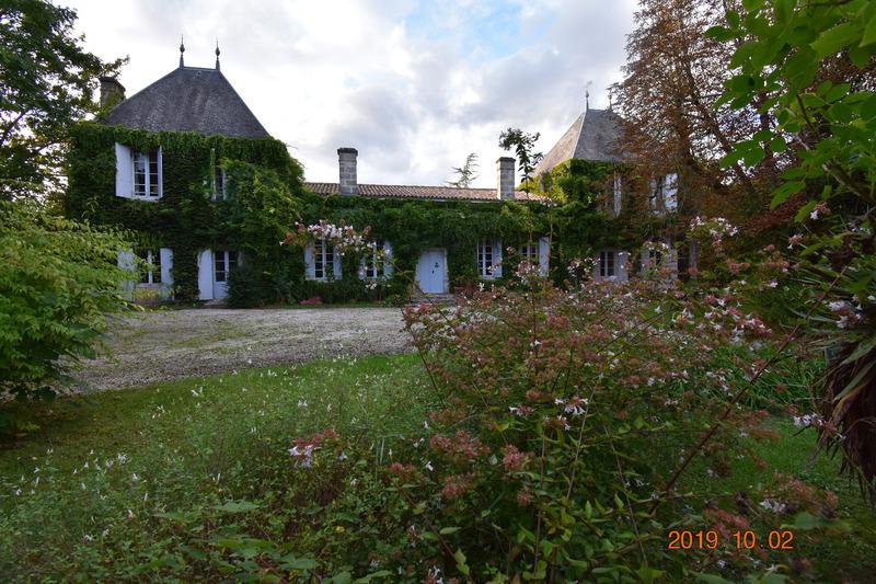 Domaine de 400  m2 - La Brède (33650)