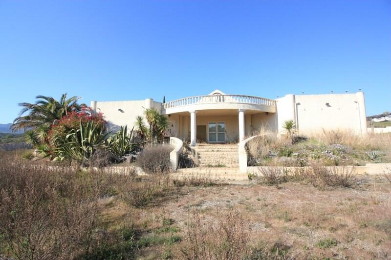 Villa de 400  m2 - Laurens (34480)