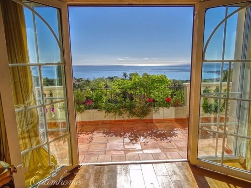 Villa de 340  m2 - Sainte-Maxime (83120)