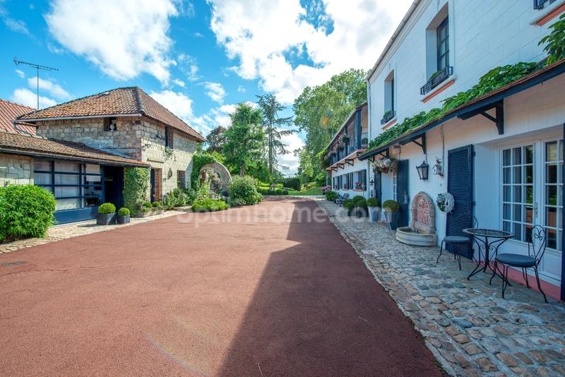 Domaine de 362  m2 - Valenciennes (59300)