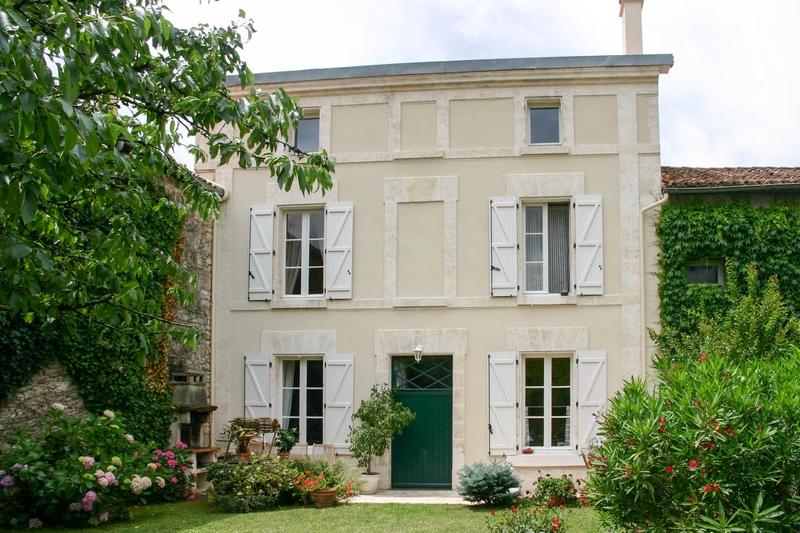 Maison de caractère de 194  m2 - Angoulême (16000)