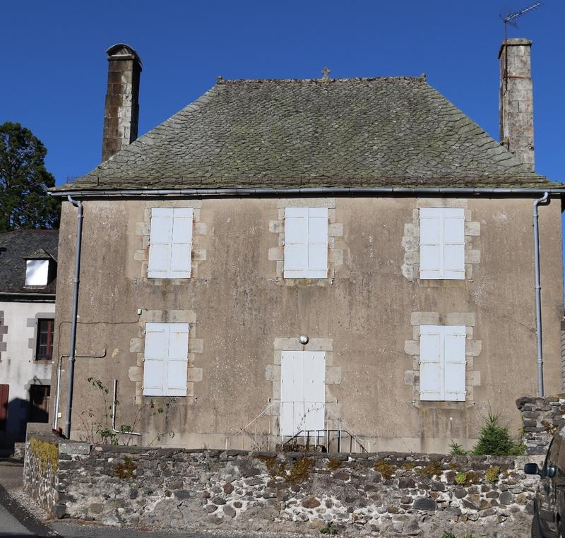 Maison de village de 150  m2 - Trizac (15400)