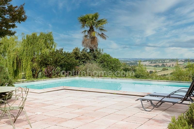 Maison de 247  m2 - Montaigut-sur-Save (31530)