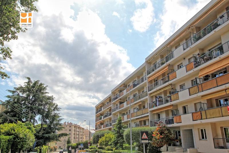 Appartement en résidence de 70  m2 - Cagnes-sur-Mer (06800)