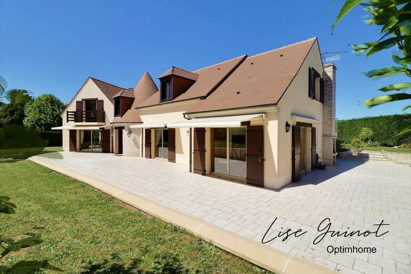 Villa de 300  m2 - Feucherolles (78810)