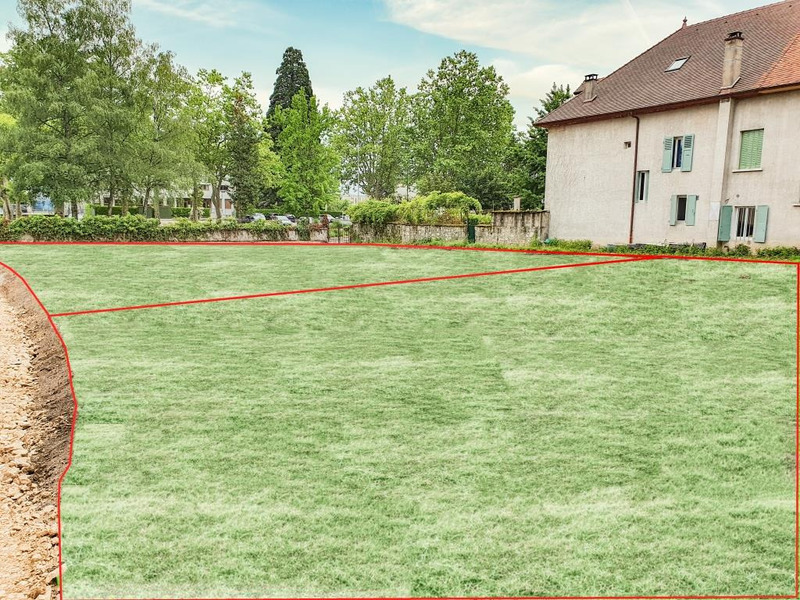 Terrain constructible de   m2 - Belley (01300)