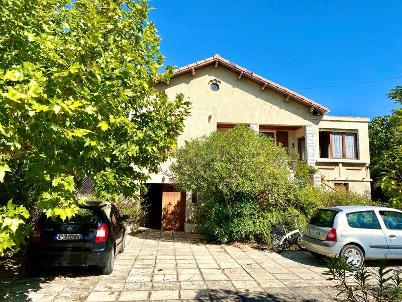 Maison à rénover de 74  m2 - La Fare-les-Oliviers (13580)