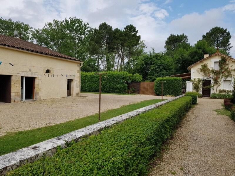 Maison de maître de 550  m2 - Montpon-Ménestérol (24700)