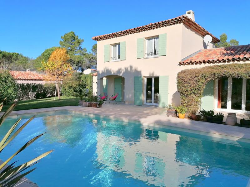 Villa de 140  m2 - Bagnols-en-Forêt (83600)