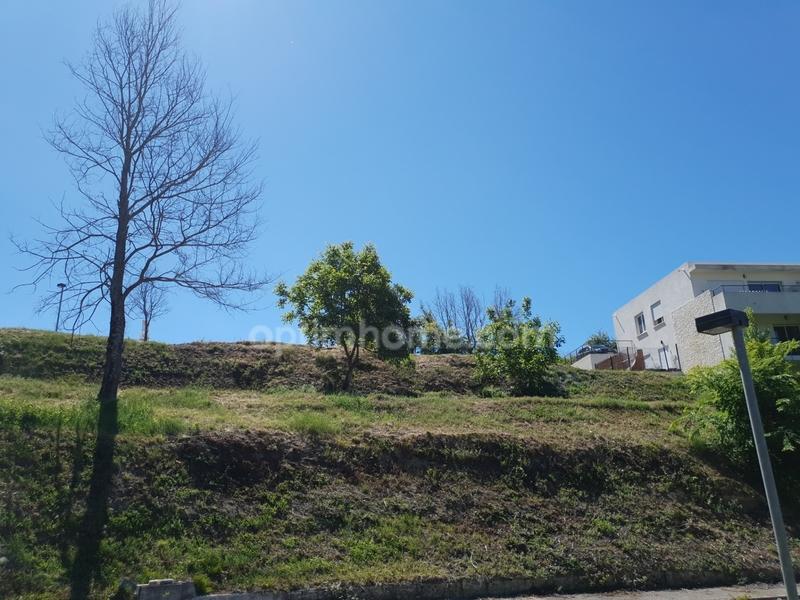 Terrain constructible de   m2 - Forcalquier (04300)