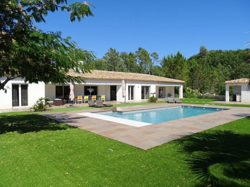 Villa de 220  m2 - Bagnols-en-Forêt (83600)