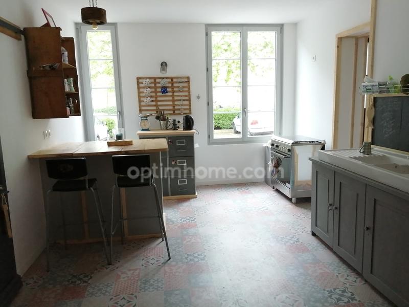 Maison rénovée de 240  m2 - Jarnac (16200)