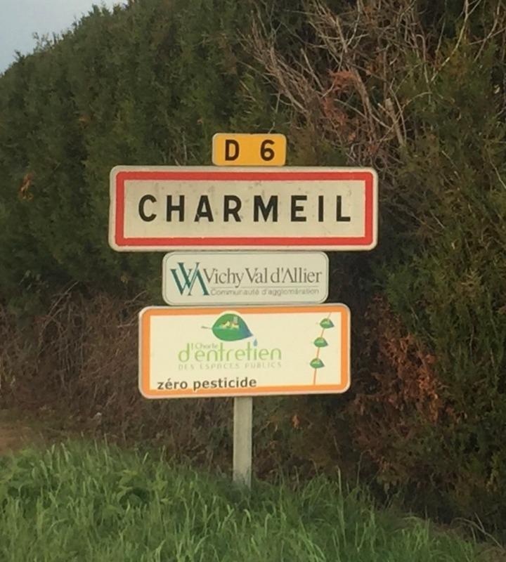 Terrain constructible de   m2 - Charmeil (03110)