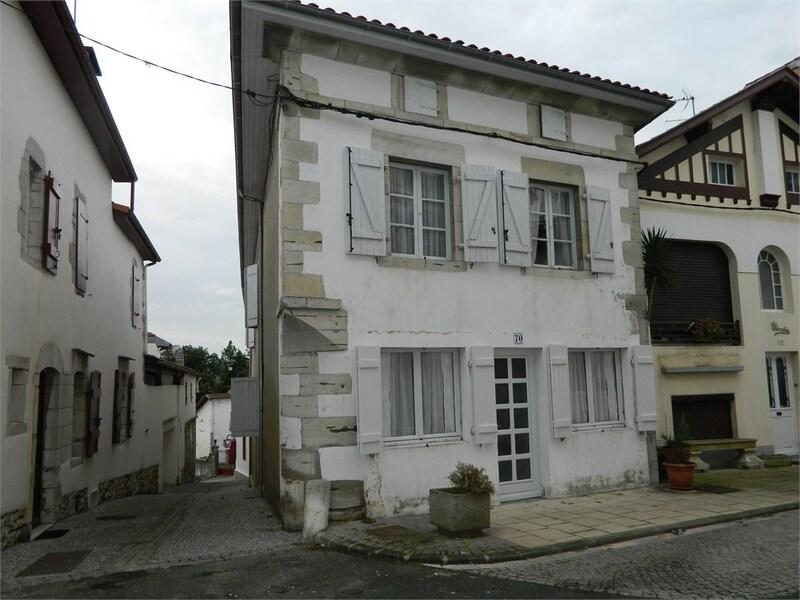 Maison de 355  m2 - Bidache (64520)