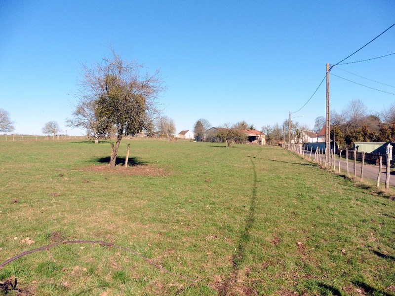 Terrain constructible de   m2 - Cerisiers (89320)