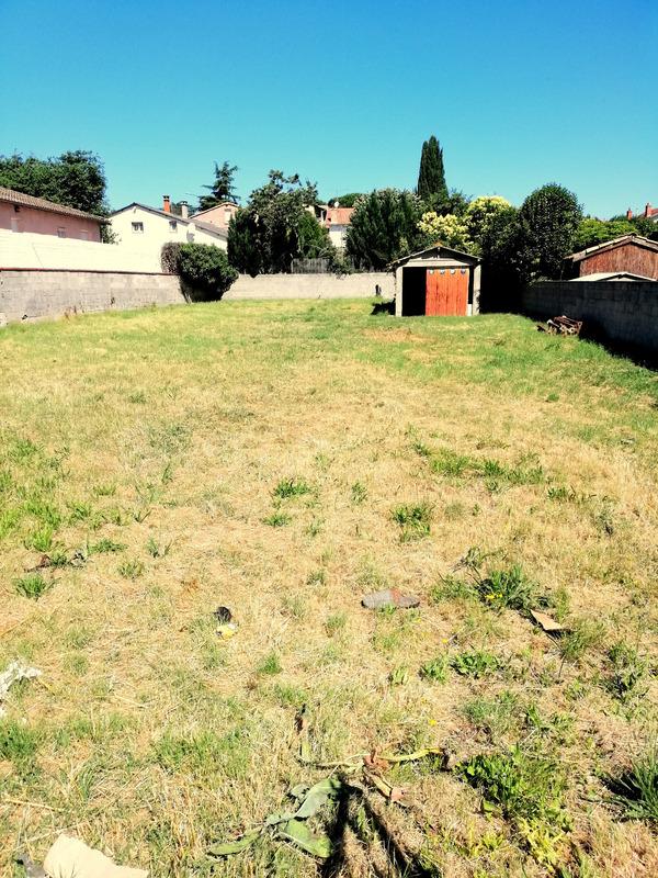Terrain constructible de   m2 - Toulouse (31100)