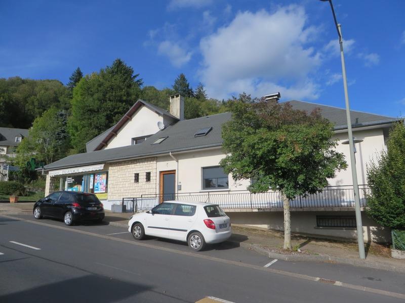 Maison de 350  m2 - Saint-Martin-Valmeroux (15140)