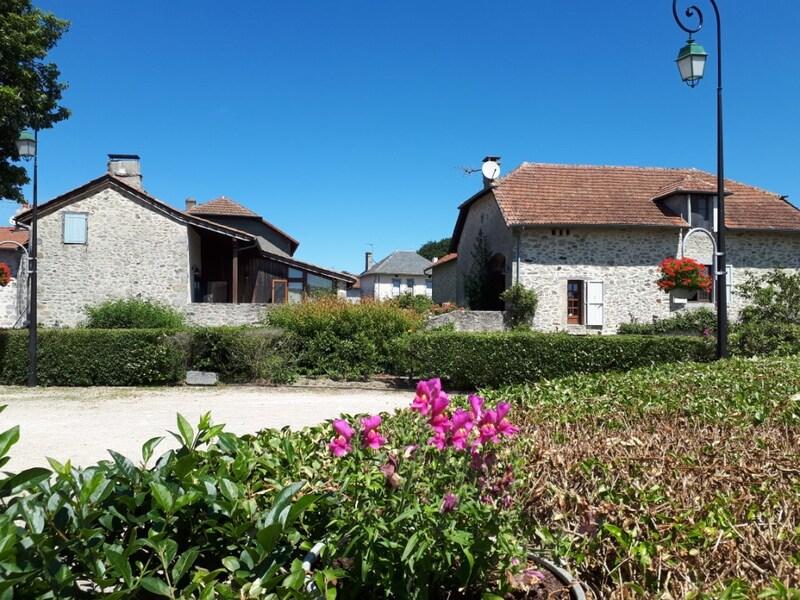 Corps de ferme de 260  m2 - Saint-Saury (15290)
