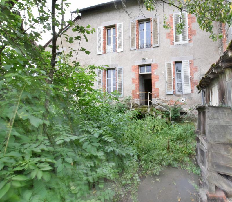 Immeuble de   m2 - Arpajon-sur-Cère (15130)