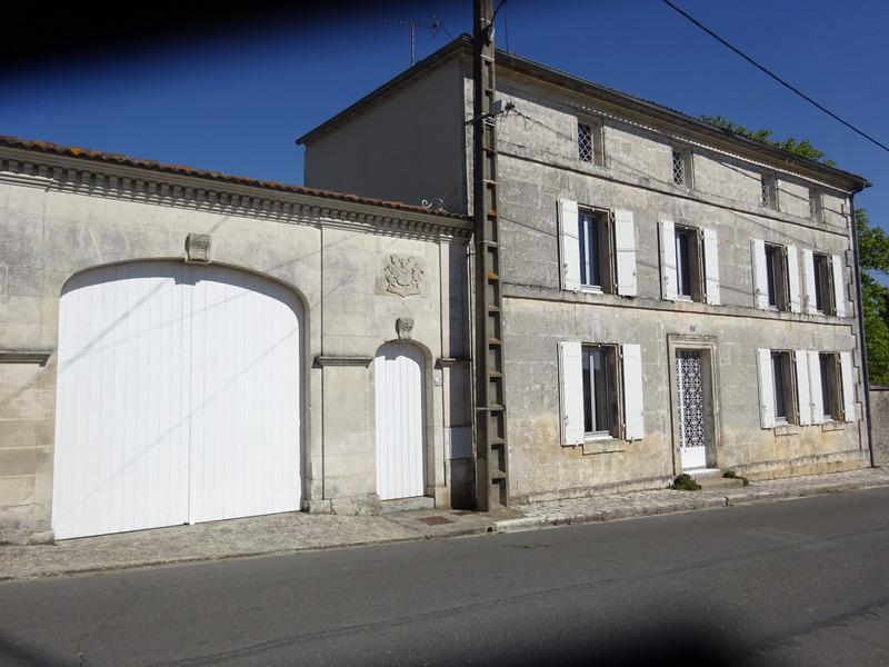 Maison en pierre de 262  m2 - Châteauneuf-sur-Charente (16120)
