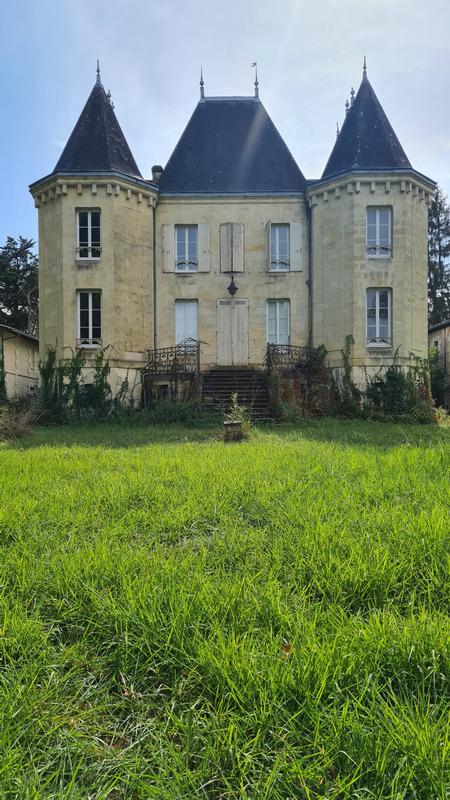 Château de 450  m2 - Bordeaux (33300)