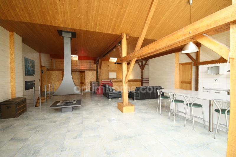 Corps de ferme de 300  m2 - Traves (70360)