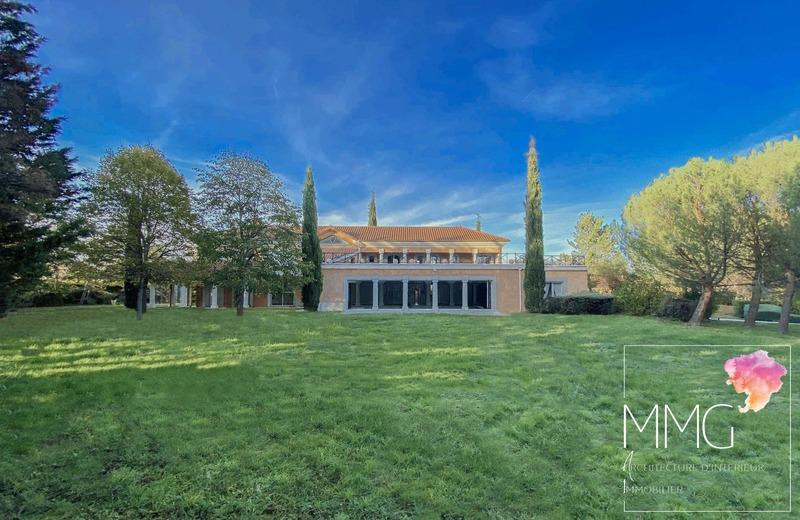 Villa d'architecte de 540  m2 - Roanne (42300)