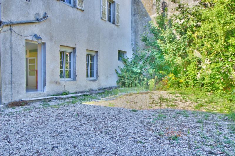 Appartement de 90  m2 - Dole (39100)