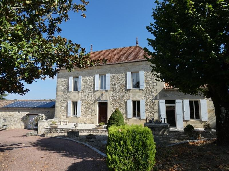 Maison bourgeoise de 220  m2 - Branne (33420)