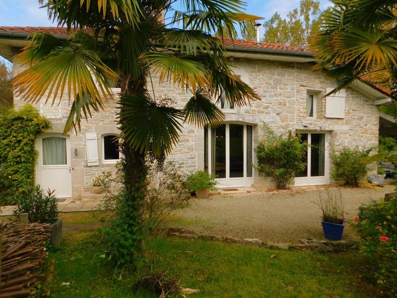 Maison de 200  m2 - Bidache (64520)
