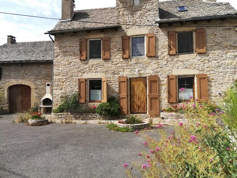 Maison en pierre de 200  m2 - Montrodat (48100)