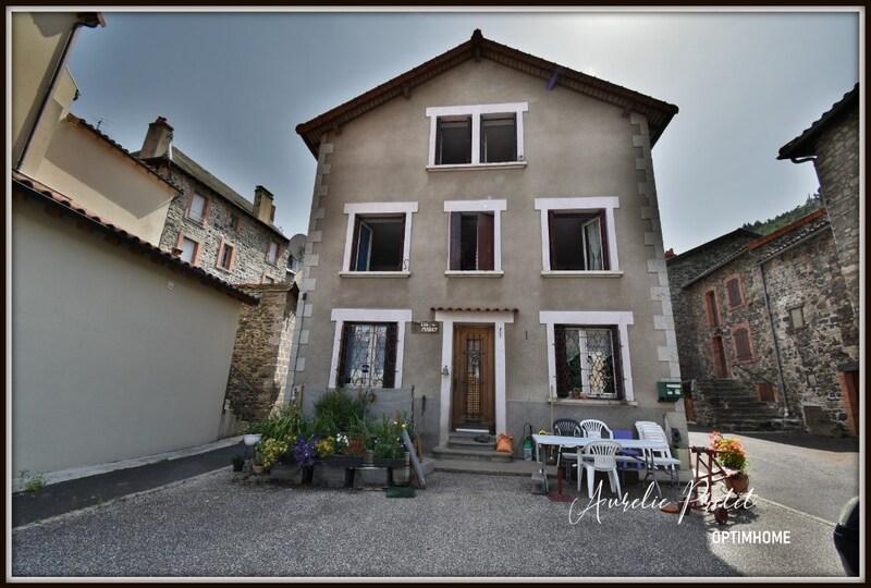 Maison de village de 160  m2 - Molompize (15500)