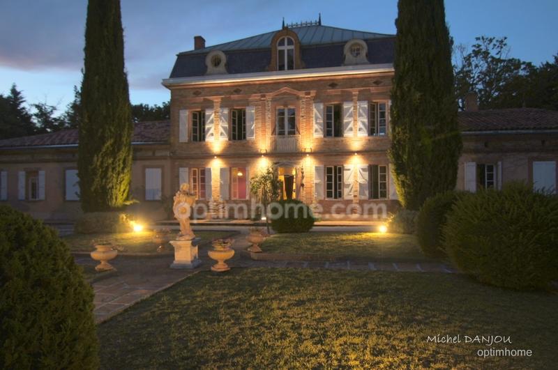 Château de 818  m2 - Toulouse (31300)