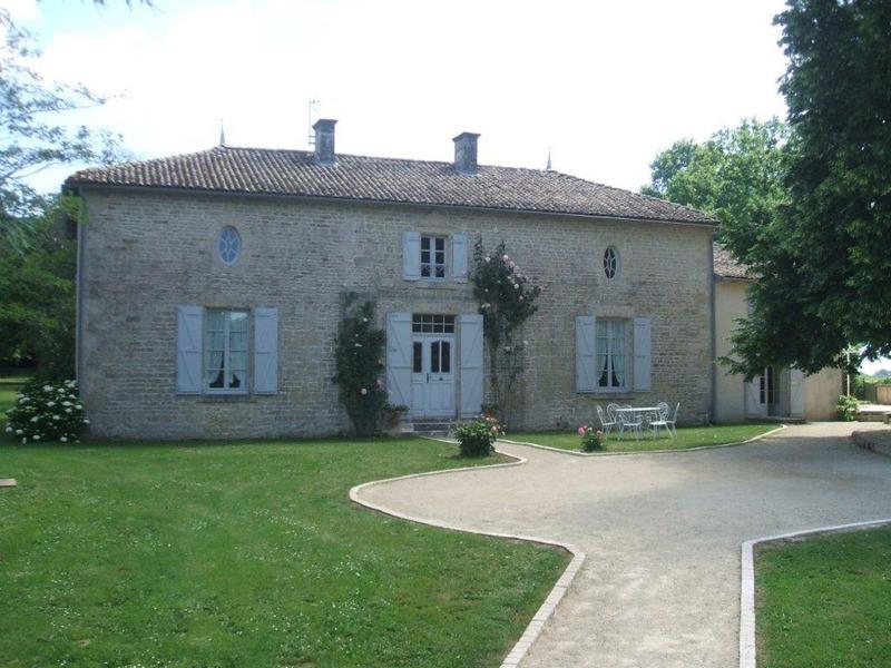 Maison de caractère de 267  m2 - Saint-Vincent-la-Châtre (79500)