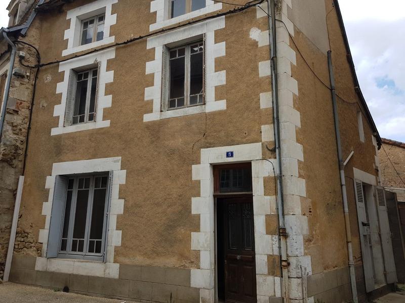 Maison de ville de 80  m2 - Montmorillon (86500)