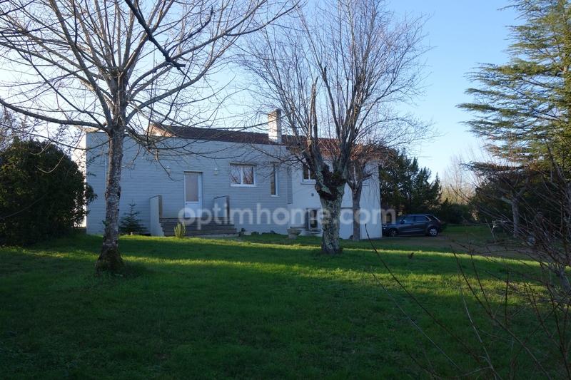 Maison rénovée de 175  m2 - Saintes (17100)
