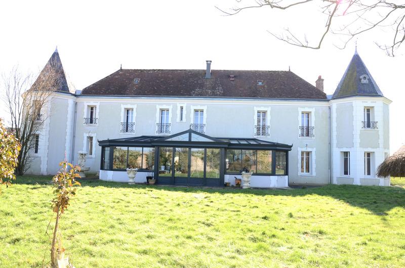 Propriété de 332  m2 - Chartres (28000)