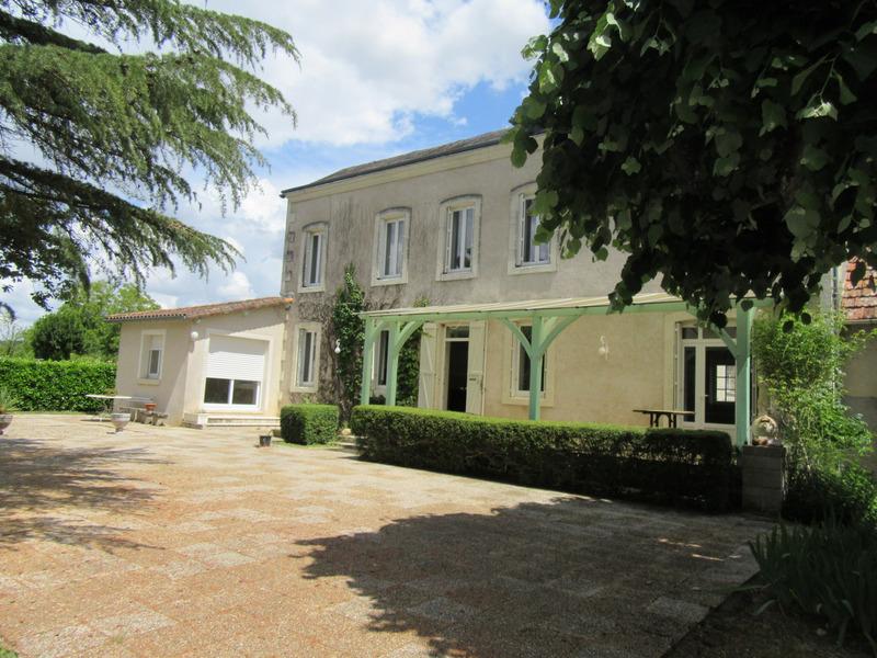 Maison de 198  m2 - Saint-Pierre-de-Maillé (86260)