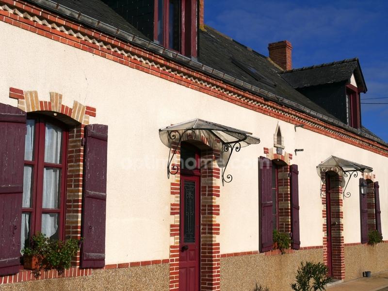 Corps de ferme de 145  m2 - Saint-Denis-d'Anjou (53290)