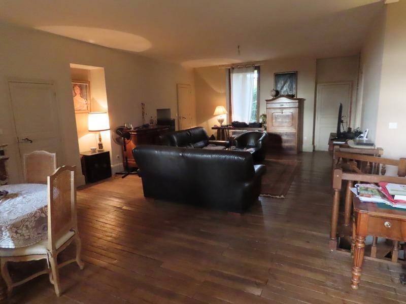 Maison de 300  m2 - Cusset (03300)