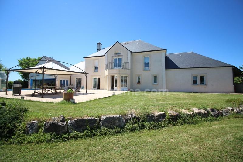 Villa d'architecte de 350  m2 - Dole (39100)