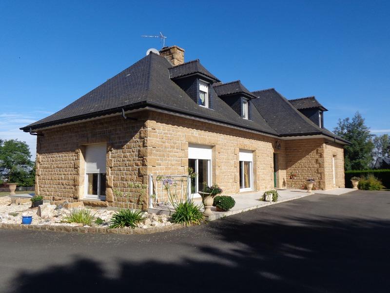 Maison en pierre de 240  m2 - Saint-James (50240)