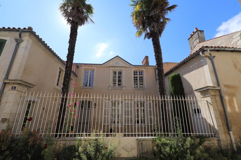 Maison bourgeoise de 305  m2 - Luçon (85400)